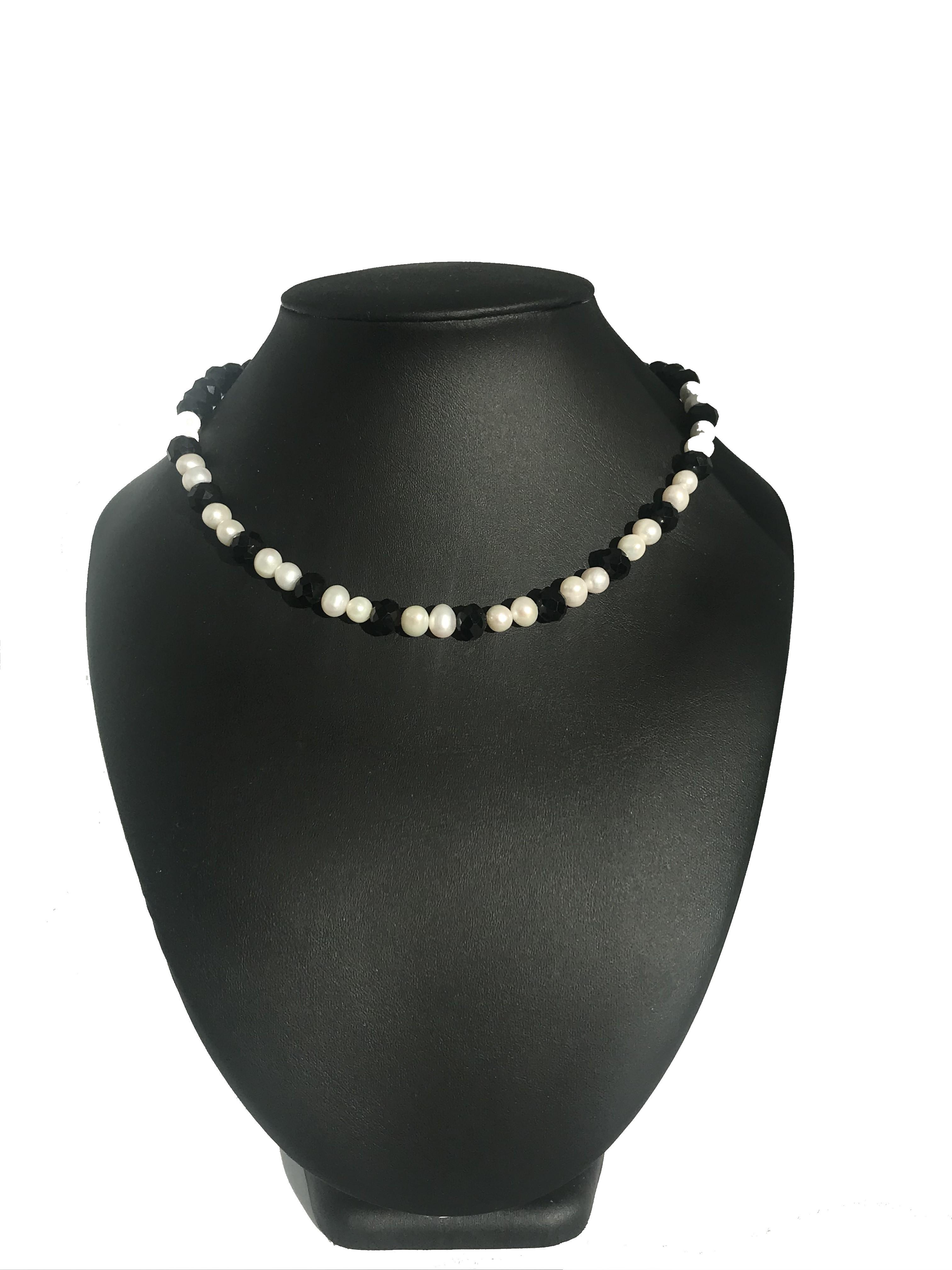 Fekete-fehér nyaklánc - édesvízi igazgyöngy 00183