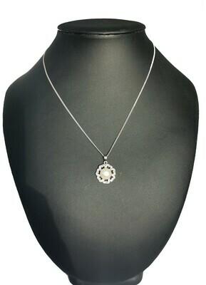 Virág alakú ezüst medál - édesvízi igazgyöngy