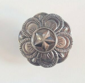 Rosettes: Star on floral, pewter tone