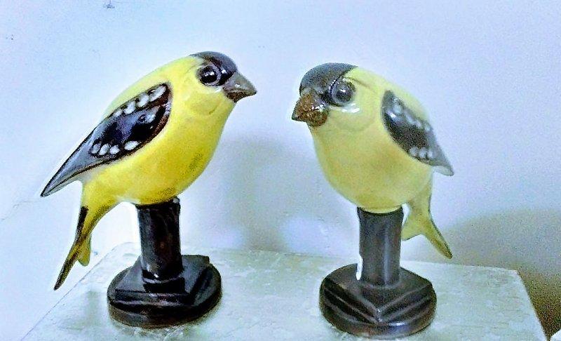 Goldfinch on Pedestal