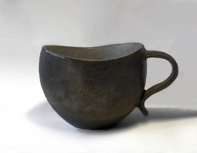 Curvy Lip Mug in Bronze with Light Gray Interior