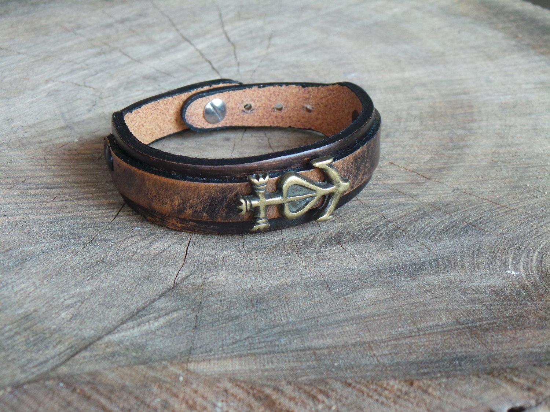 Bracelet en Cuir Double Lanière avec Motif Croix de Camargue Finition Laiton Vieilli