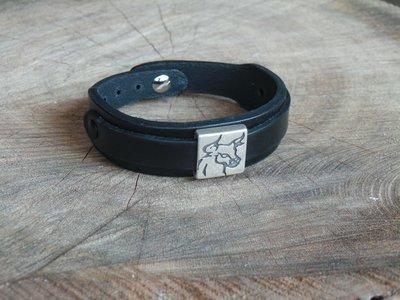 Bracelet en Cuir Double Lanière avec Motif Coulissant Tête de Taureau Finition Argent Vieilli