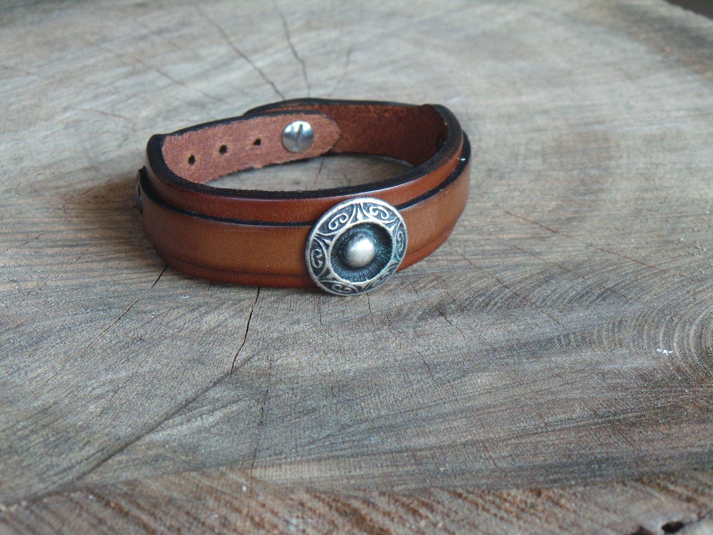 Bracelet en Cuir Double Lanière avec Motif Rond Finition Argent Vieilli