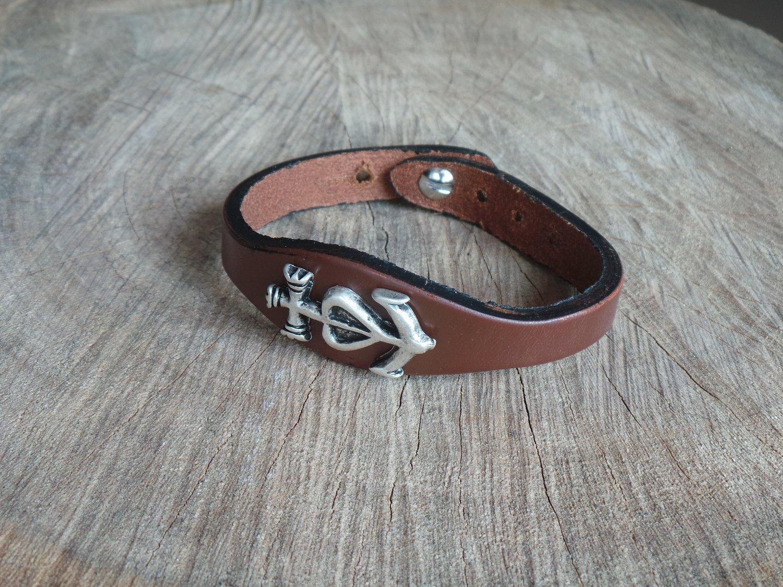 Bracelet en Cuir Simple avec Motif Croix de Camargue Finition Argent Vieilli