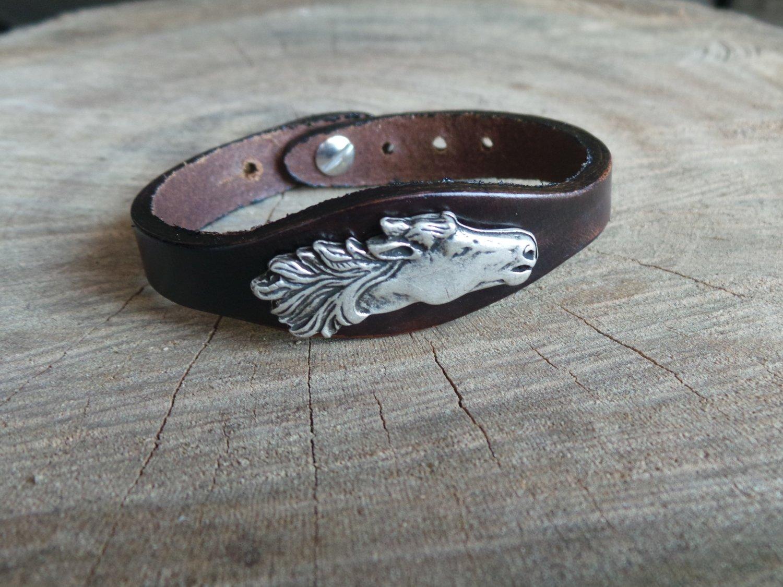 Bracelet en Cuir Simple avec Motif Cheval Finition Argent Vieilli