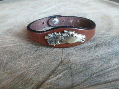 Bracelet en Cuir Simple avec Motif Cheval Finition Laiton Vieilli