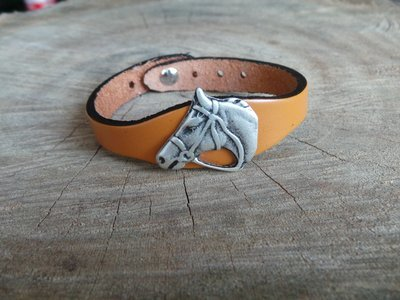 Bracelet en Cuir Simple avec Motif Cheval Filet Finition Argent Vieilli