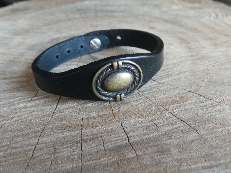 Bracelet en Cuir Simple avec Motif Ovale Finition Laiton Vieilli