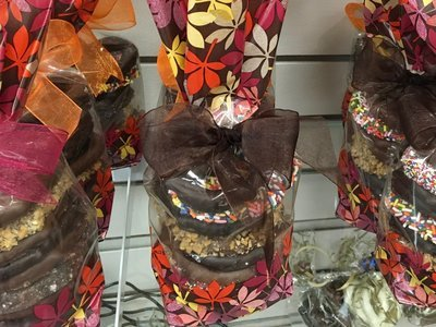 Fall/Thanksgiving Pretzel Bag Assorted 3 Ring Pretzels 12 in a bag.