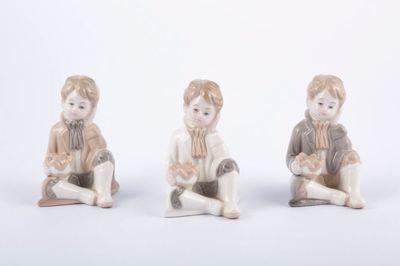 Bomboniera in porcellana principe seduto Pz. 3