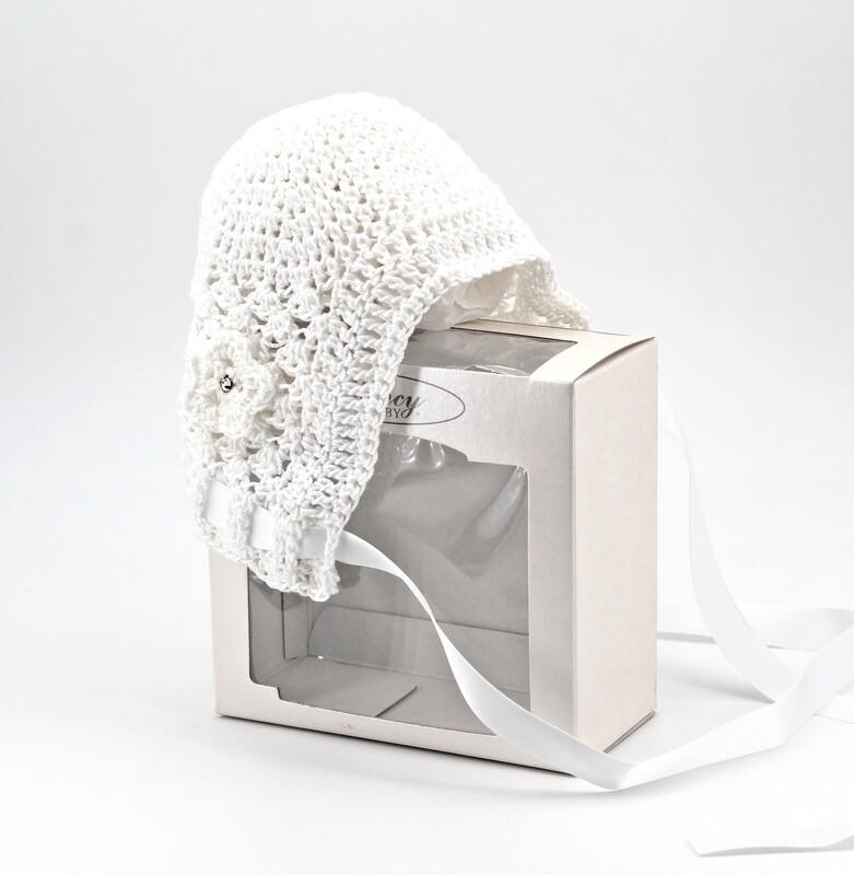 Cappellino in cotone bianco ricamato artigianalmente con strass Pz. 1