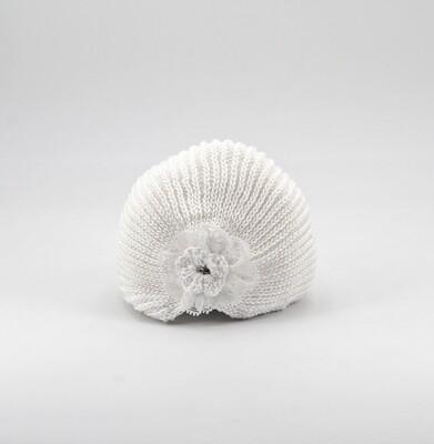 Cappellino in cotone bianco ricamato artigianalmente con fiore Pz. 1