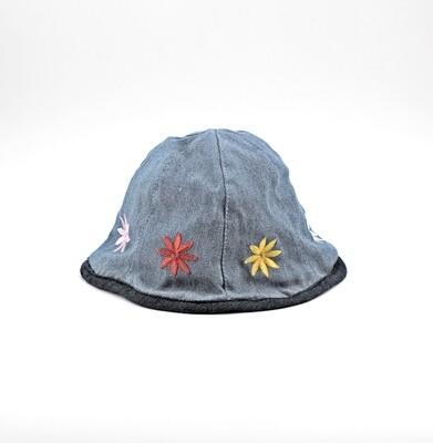 Cappellino in puro cotone effetto jeansato con fiori Pz. 1