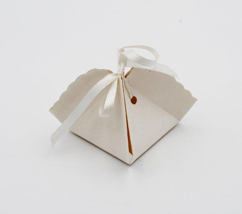Scatolo fagottino seta bianco confezioni da pz. 10