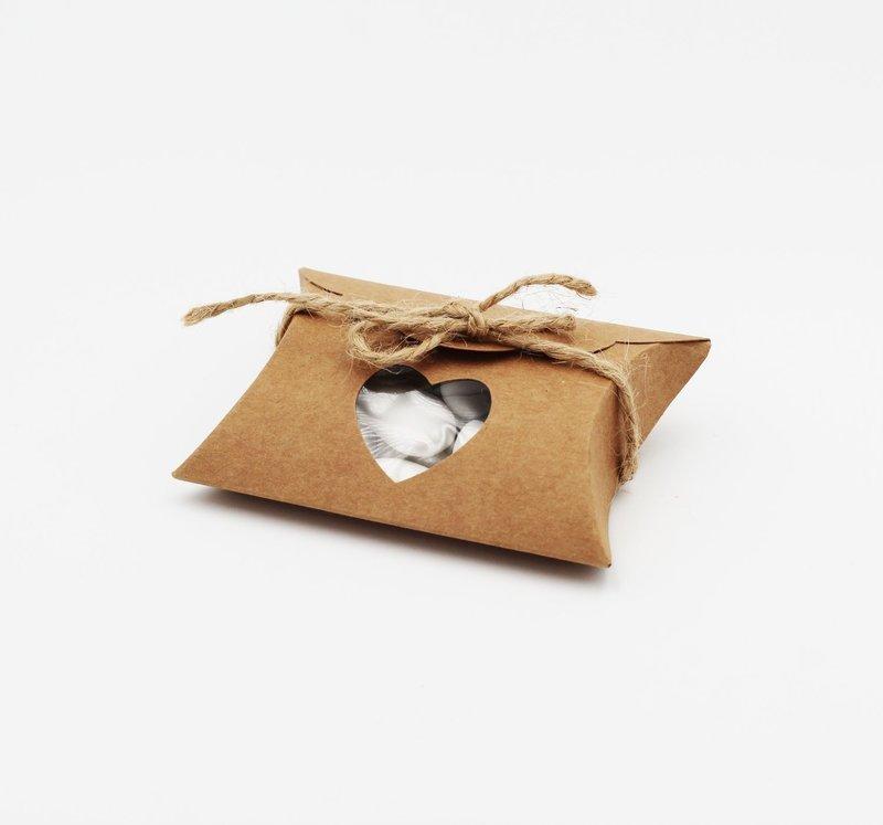 Scatolo busta con cuore avana confezioni da pz. 10