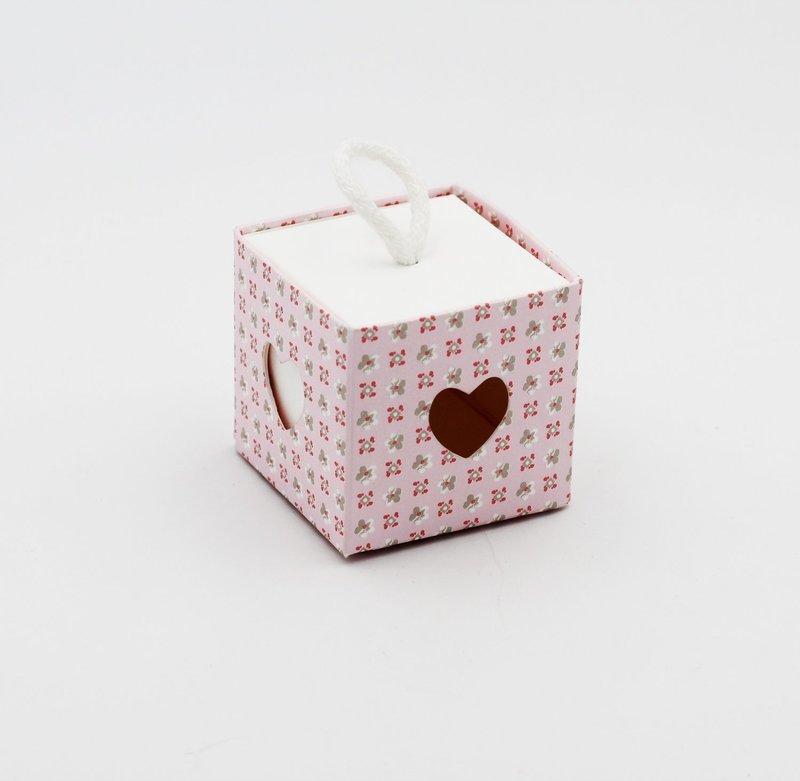 Scatolo cuore bloom rosa con cordino Pz.10