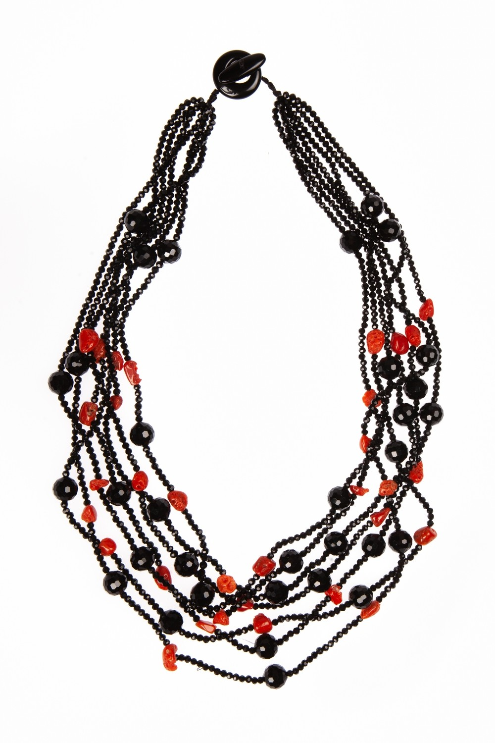 Collana multifilo in agata nera sfaccettata e pepite di corallo - Multi-strand necklace in faceted black agate and nuggets of Mediterranean red coral