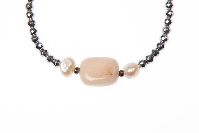 Bracciale elastico in ematite, quarzo e perle di fiume - Elastic bracelet in hematite, quartz and river pearls