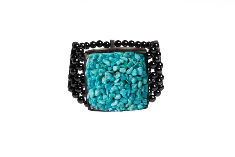 Bracciale in ebano e agata nera con chips di turchese. Forma quadrata - Ebony bracelet and black agate with turquoise chips. Square shape