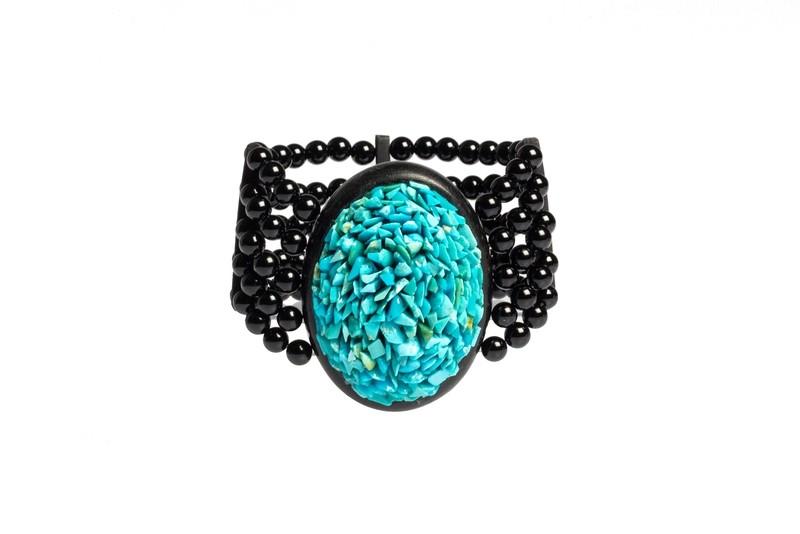 Bracciale in ebano e agata nera con chips di turchese. Forma ovale - Ebony bracelet and black agate with turquoise chips. Oval shape