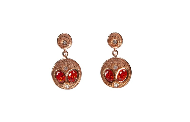 Orecchini in argento martellato 925 con zirconi. Linea Etrusca - 925 Silver hammered earrings with zircons. Etruscan Line