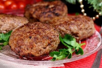 Котлеты из мяса дикого кабана в сливочном соусе