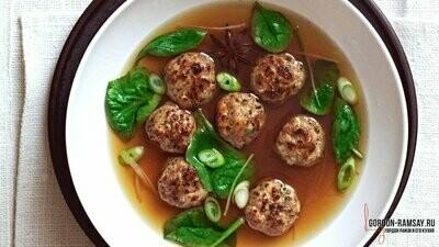 Фрикадельки из свинины с креветками в ароматном бульоне по рецепту Гордона Рамзи