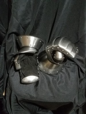(AOC) Nuremberg Style Gauntlets with Articulated Wrist