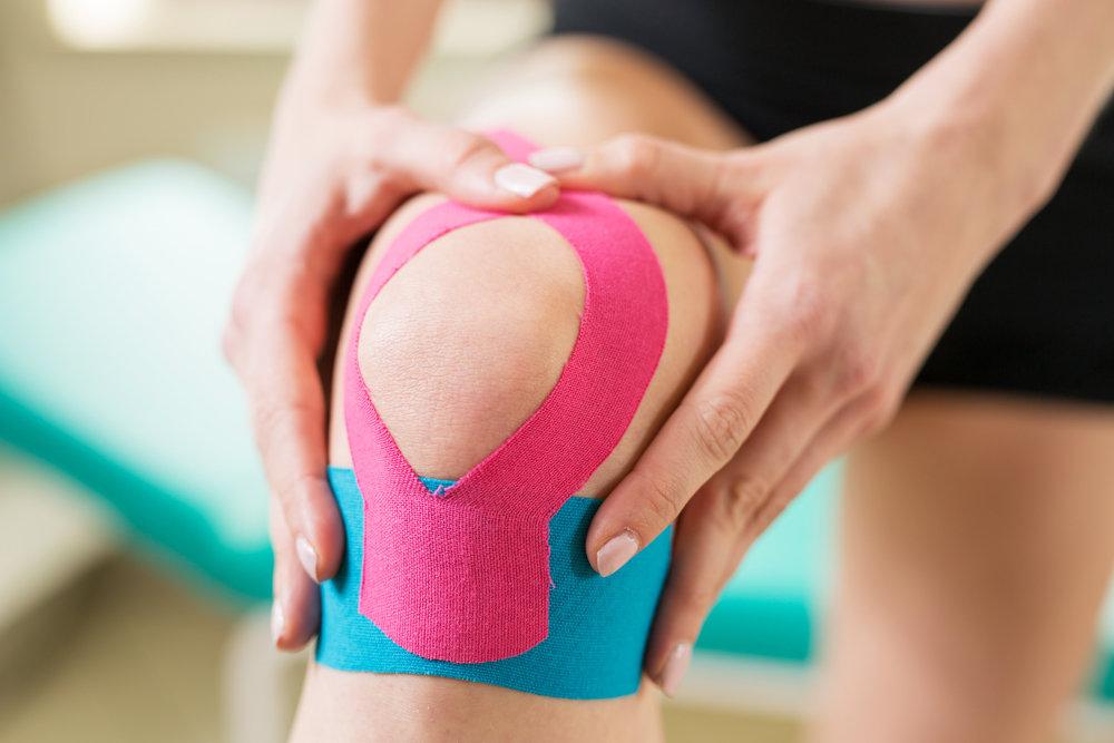 Kinesio Tape o vendaje neuromuscular especial para corredores, ciclistas, atletas, levantadores de pesa y más disciplinas.