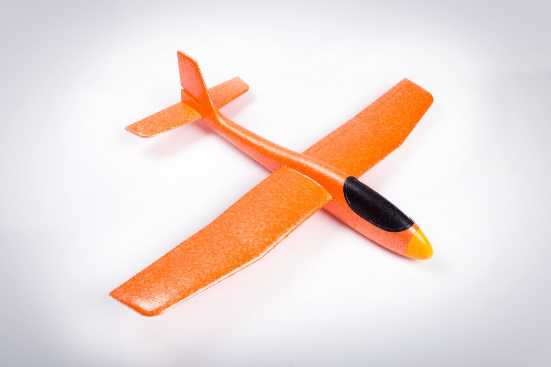 Ураган оранжевый/ дальность полёта 40 м/ размах крыла 68 см/ от 10 лет