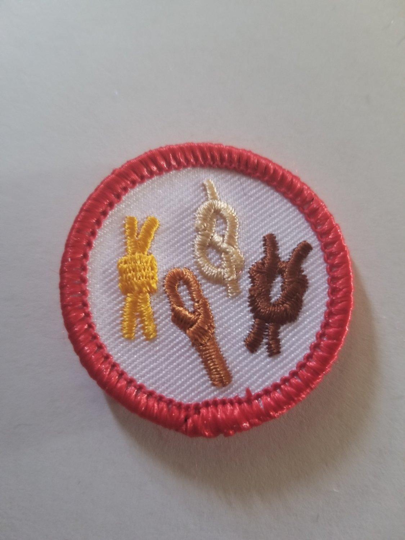 Knots Circle