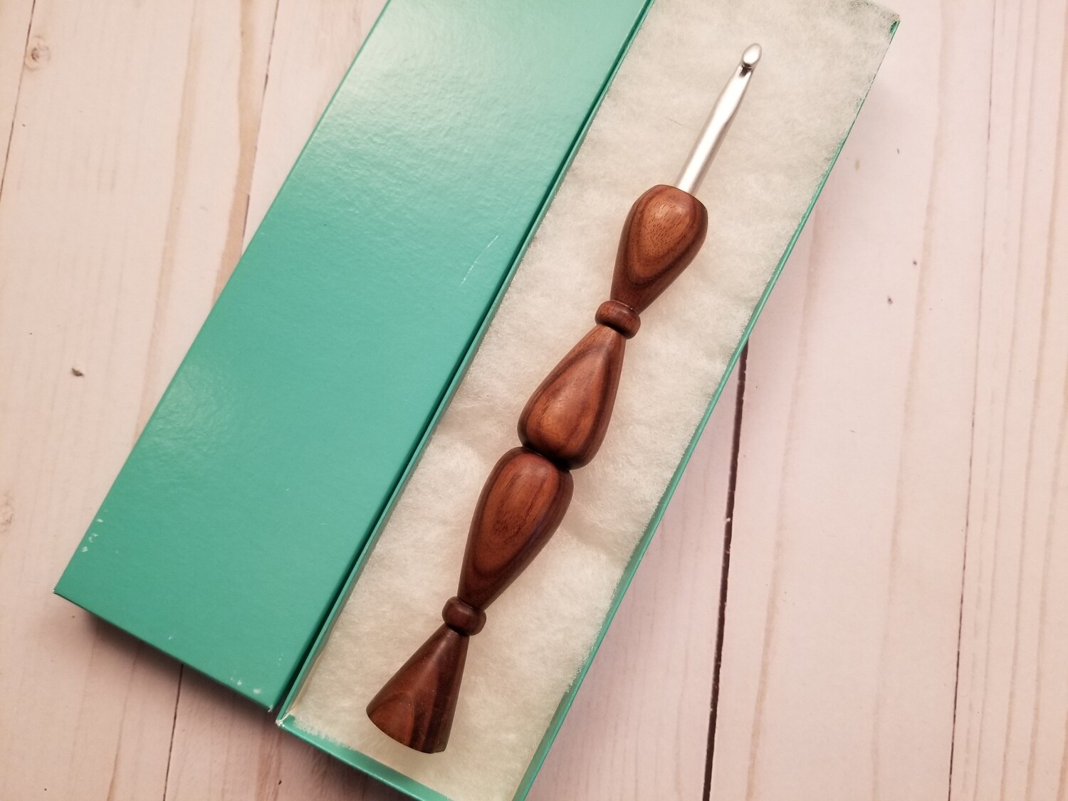 Bow-tie Vine Crochet Hook