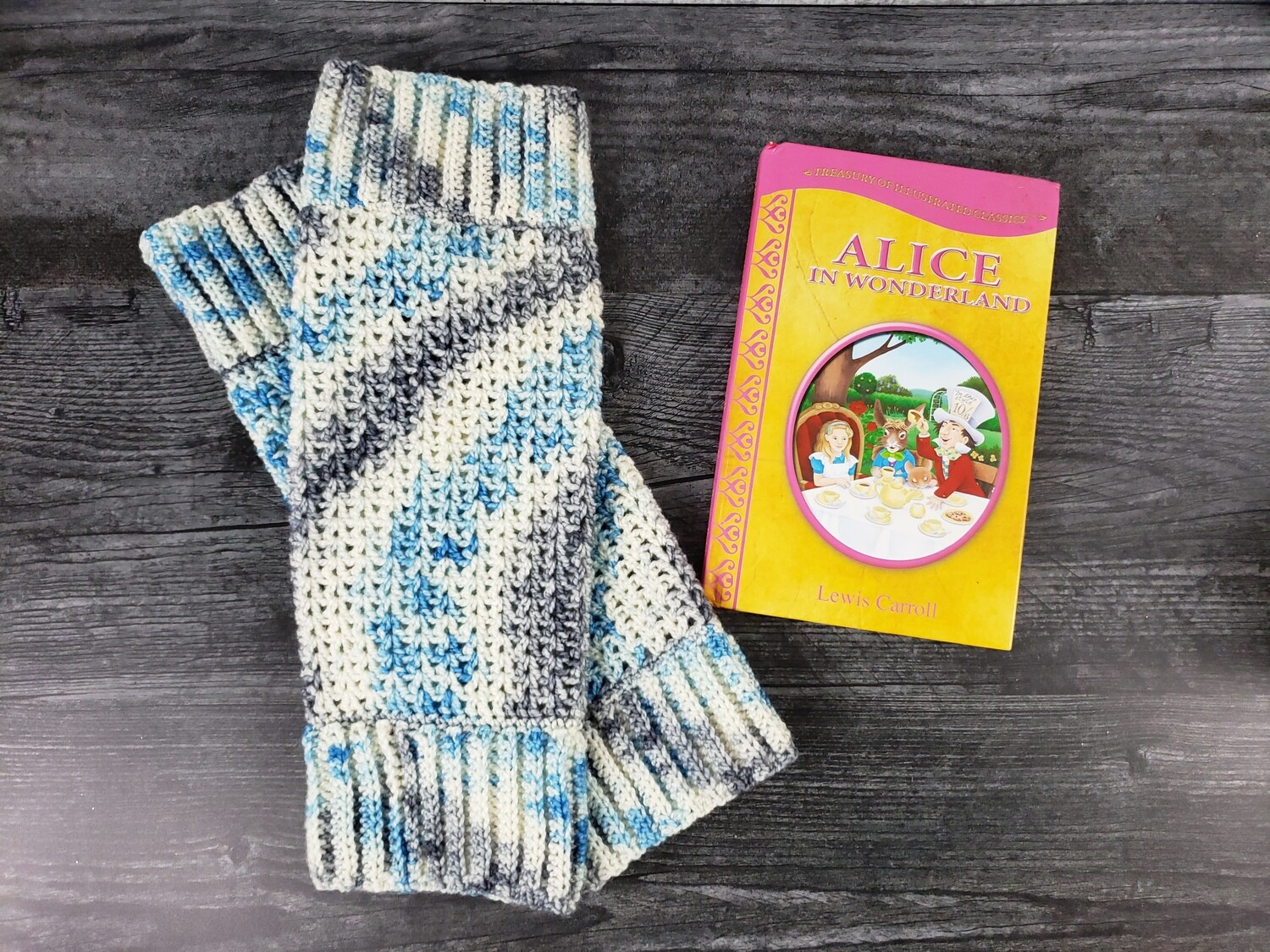 Wonderland Leg Warmers Crochet Pattern