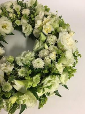 Wreath Ring - White & Green, Loose Foliage