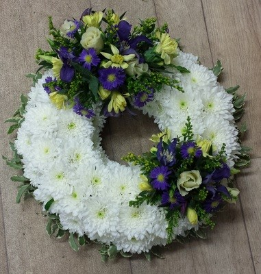 Wreath Ring - White Based