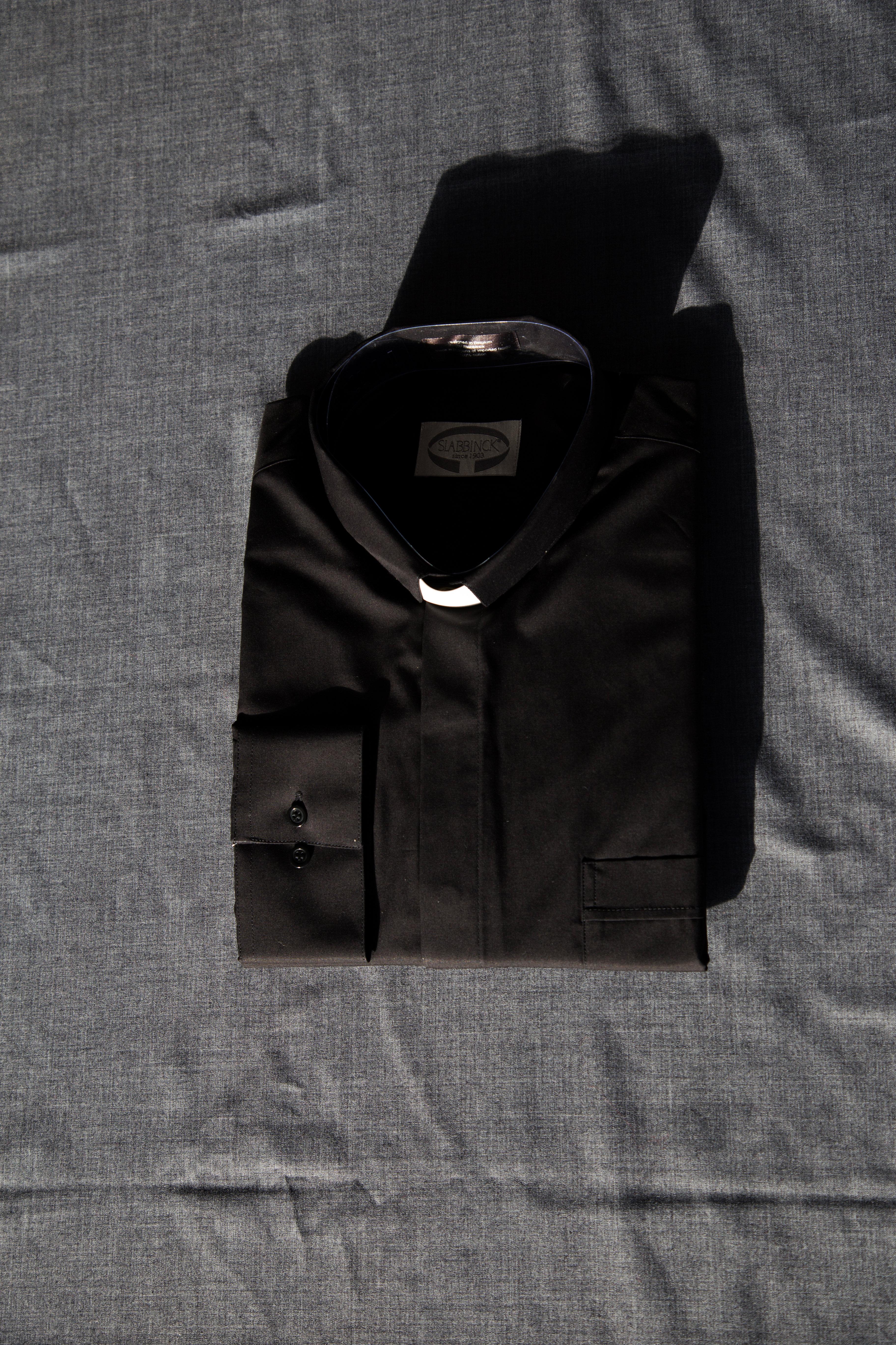 Skjorte, sort, med hvidt indstik 00628
