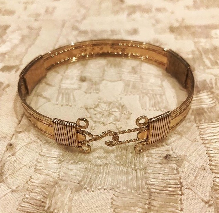 Circa 1930 gold plated detailed bangle 00001