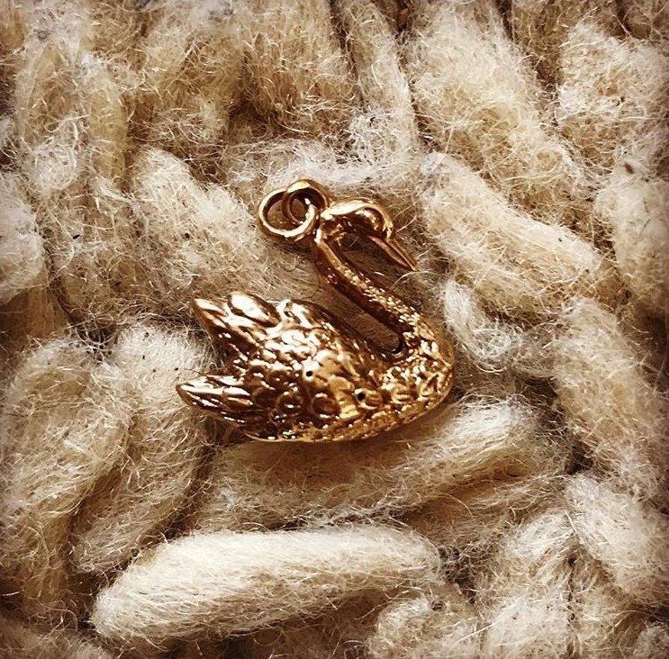 Circa 1970 9ct Gold Swan charm 00004