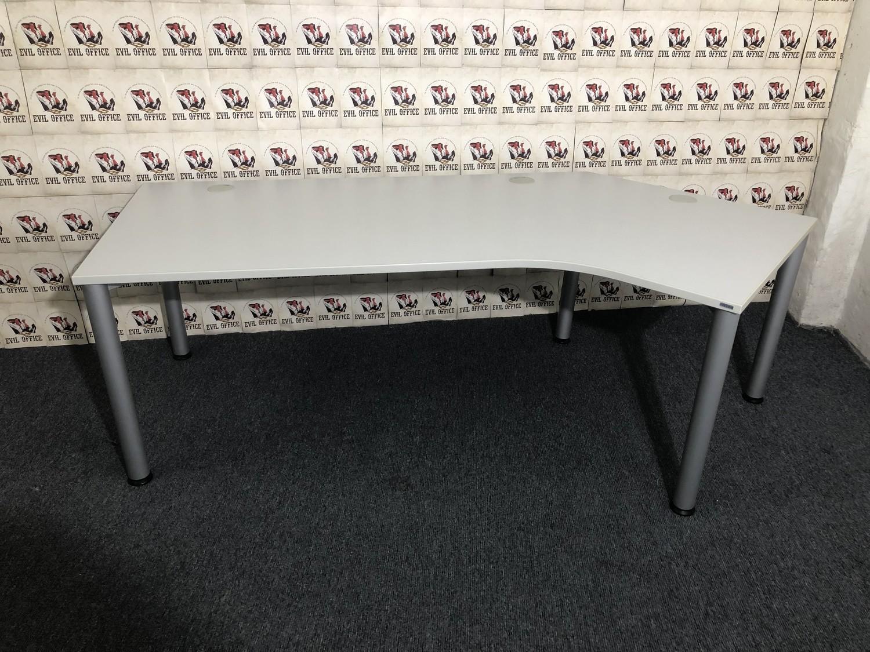 Schreibtisch von Reiss Lichtgrau Winkelausführung 135°