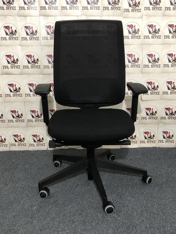 Bürodrehstuhl von Steelcase in Schwarz mit Netzrücken