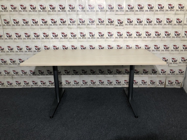 Schreibtisch in Ahorn mit T-Fuss 160cm