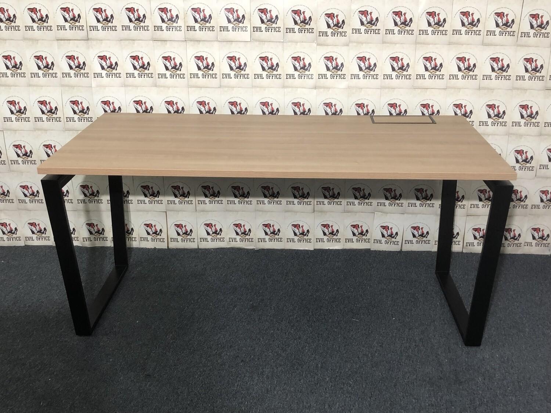 Schreibtisch von Bejot in Buche - Lärche / Schwarz