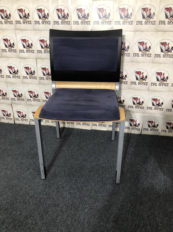 Besucherstuhl Stappelstuhl Stuhl von Interstuhl in Dunkelblau
