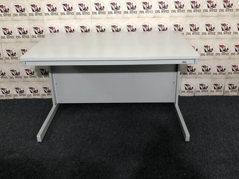 Schreibtisch von Reiss in Esche Weiß / Lichtgrau
