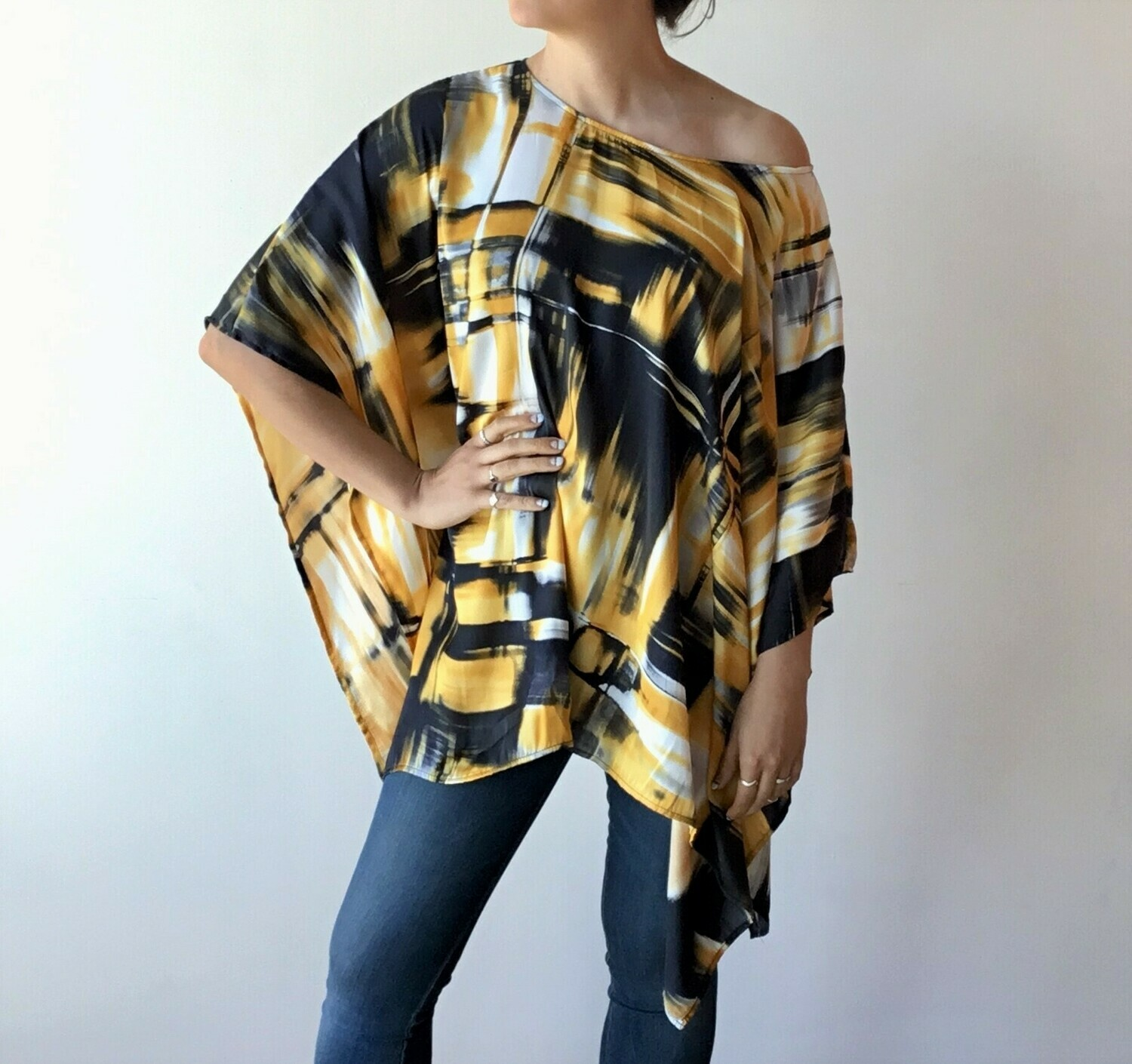 SQUARE ABSTRACT YELLOW PONCHO TOP **PIÈCE UNIQUE**