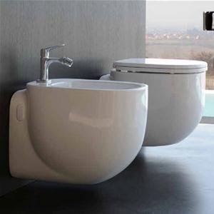 Sanitari sospesi in ceramica serie 500 di Pozzi Ginori con sedile soft close