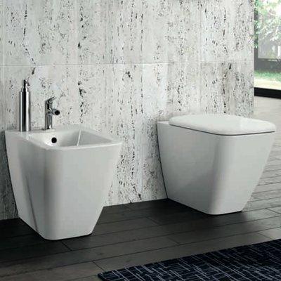 Sanitari Pozzi Ginori serie Metrica filo muro bidet e vaso con sedile