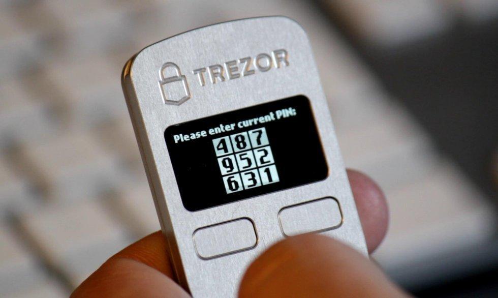 Trezor - Аппаратный кошелек для холодного хранения криптовалют