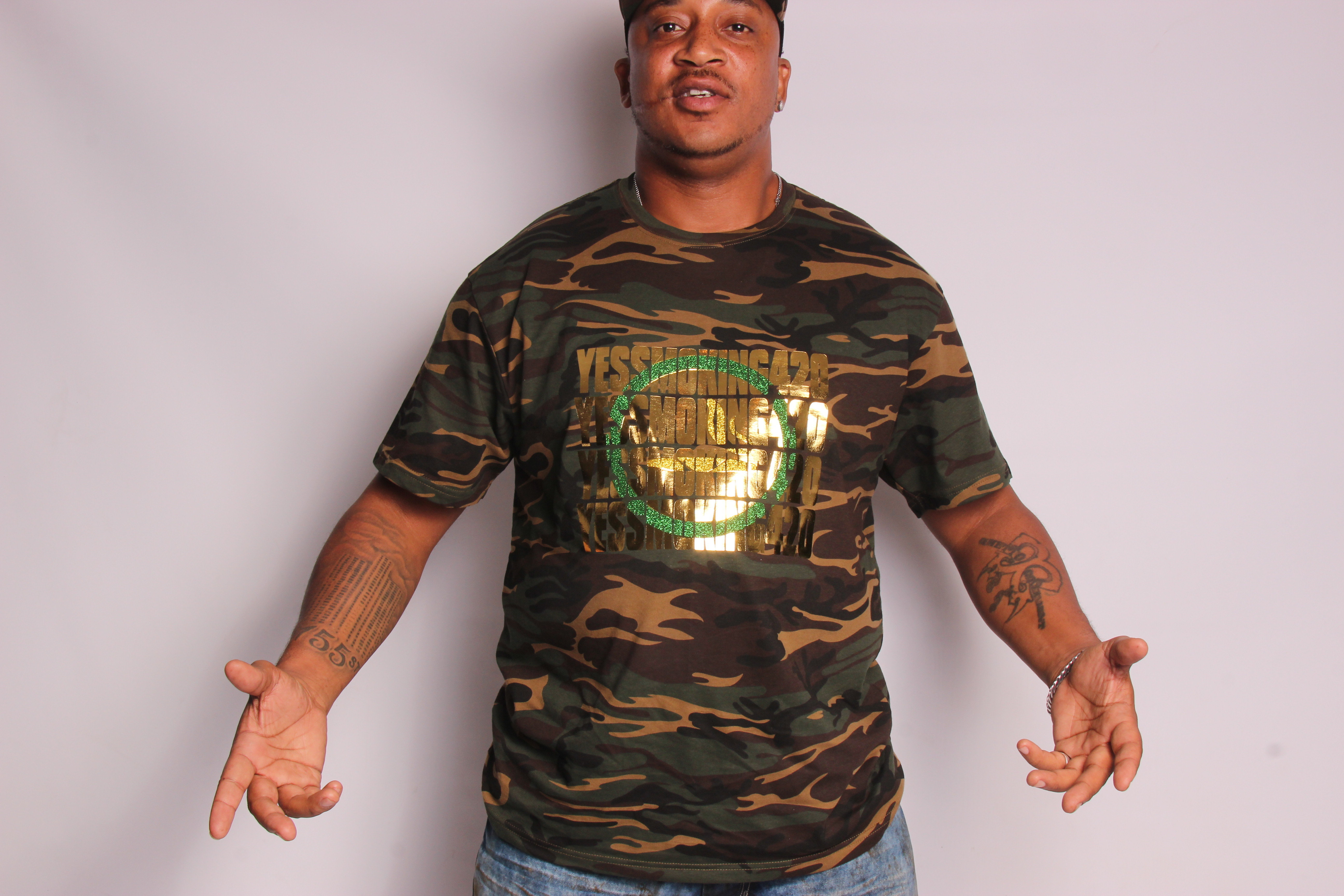 CAMOFLAUGE YES SMOKING 420 KNOCKOUT T-SHIRT